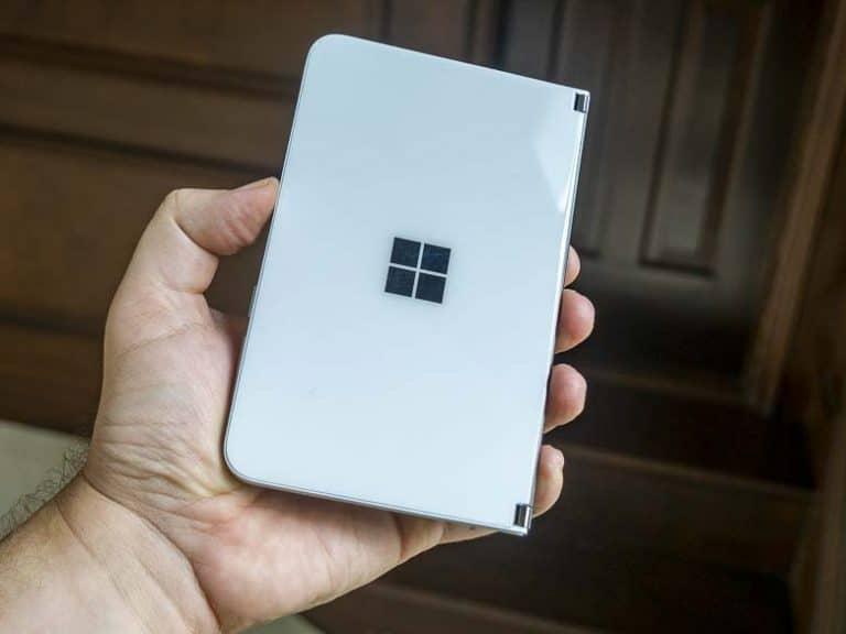 Les appareils Microsoft Surface Duo présentent des fissures autour de son port USB-C