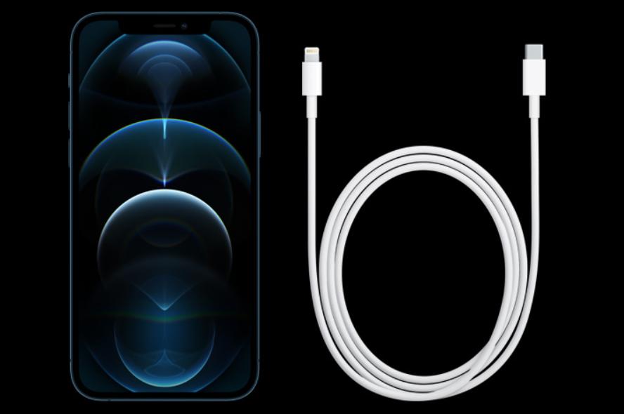 """Apple iPhone 12 et câble de chargement """"class ="""" wp-image-576310 """"srcset ="""" https://www.neuf.tv/wp-content/uploads/2020/10/1602859546_261_Tout-ce-que-vous-devez-savoir-sur-le-nouvel-iPhone.png 888w, https: // pocketnow .com / wp /../ files / 2020/10 / image-92-641x426.png 641w, https://pocketnow.com/wp/../files/2020/10/image-92-768x510.png 768w , https://pocketnow.com/wp/../files/2020/10/image-92-800x532.png 800w """"tailles ="""" (largeur maximale: 888px) 100vw, 888px"""
