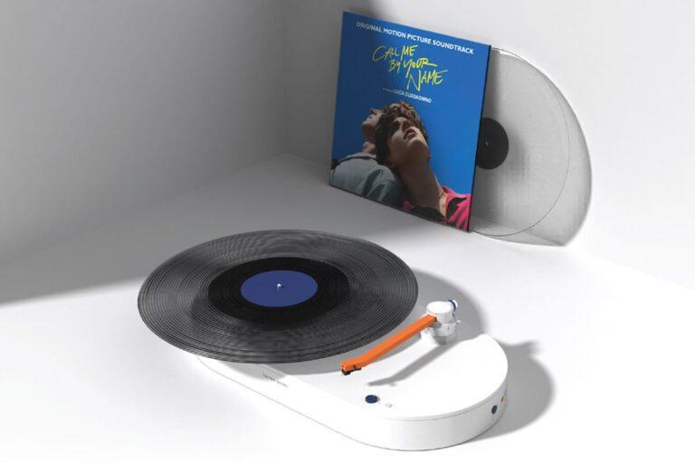 Objevte LEVI, levitující vinylový gramofon od Harmana Kardona
