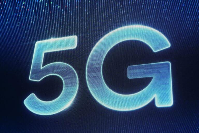 Dish ajoute plus de tours cellulaires et offre plus de spectre au fur et à mesure qu'il construit son réseau 5G