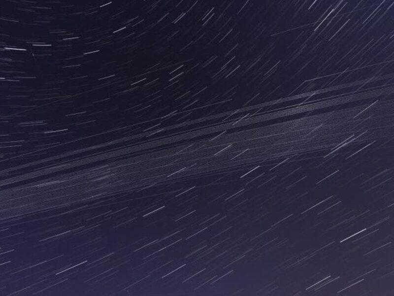 Satellites brillants, débris spatiaux bloquant notre vision de l'univers: étude