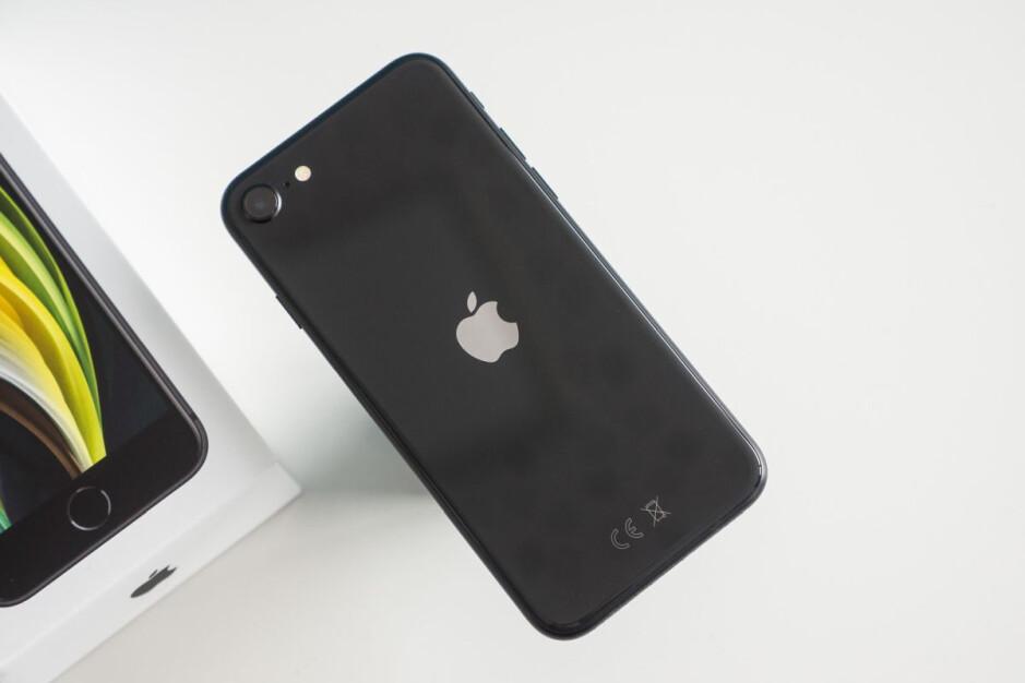 L'iPhone SE (2020) n'est pas livré avec des vitesses 5G - Un nouveau rapport à chaud aborde la gamme d'iPhone tout 5G 2022 d'Apple et le lancement imminent des AirPods 3